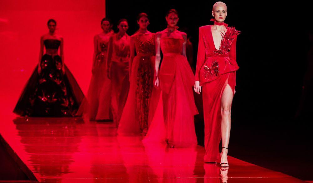 Modelky předvádějí šaty z nové kolekce AnastasiAZadorina v Moskvě