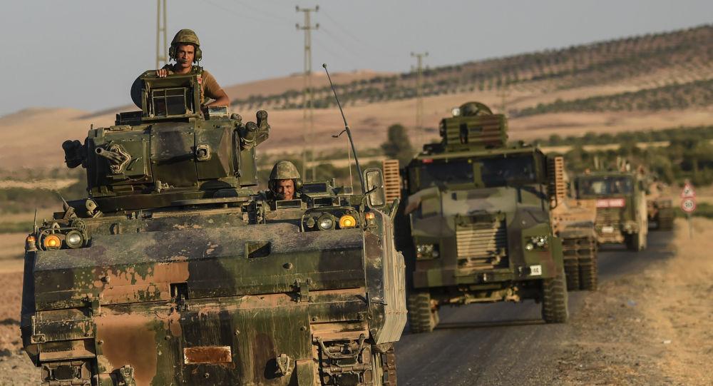 Turečtí vojáci na syrsko-turecké hranici