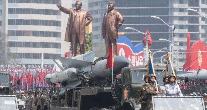 Severokorejský komplex S-200 během přehlídky