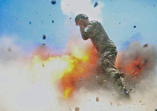 Snímek exploze, v důsledku které zahynula americká fotografka