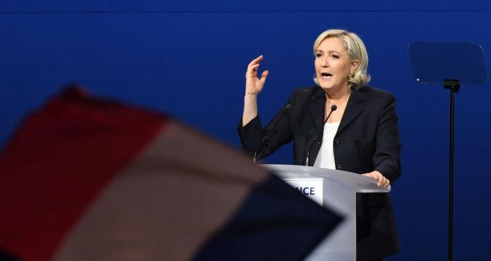 Vůdkyně Národní fronty Marine Le Penová
