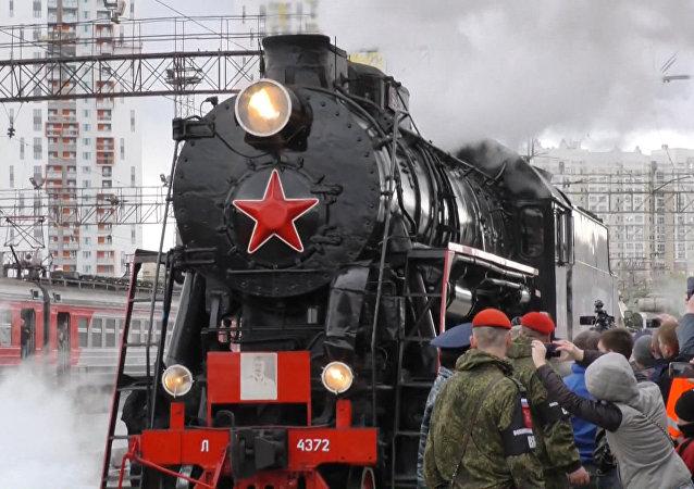 Ešalony Armáda vítězství s technikou z válečných let přijely do Jekatěrinburgu