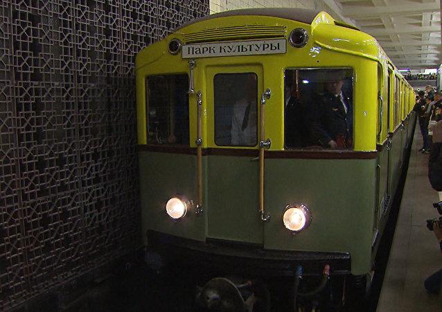 Historická rekonstrukce dne zahájení provozu moskevského metra