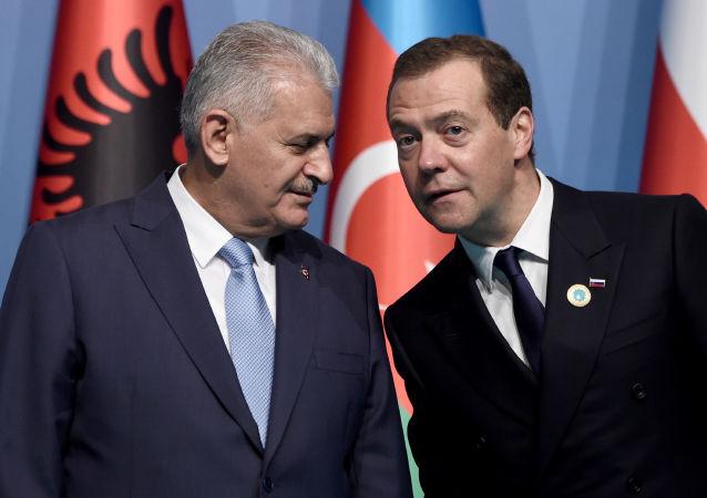 Binali Yildirim a Dmitrij Medveděv