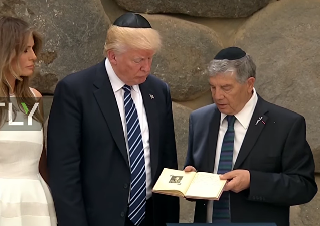 Trump uctil památku obětí holocaustu