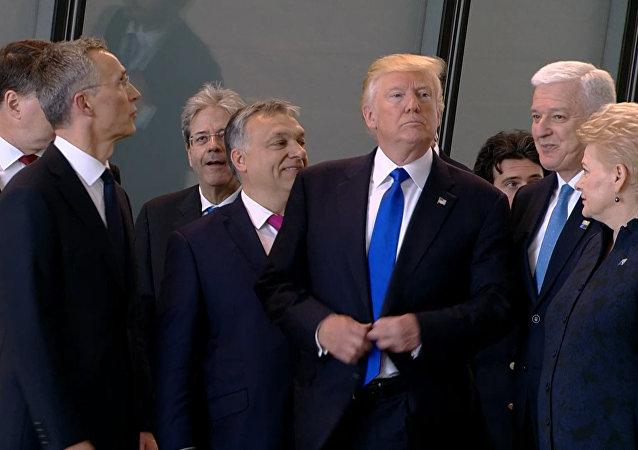 Trump odstrčil překážejícího premiéra Černé Hory