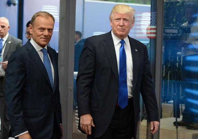 Předseda Evropské rady Donald Tusk a prezident USA Donald Trump během summitu v Bruselu