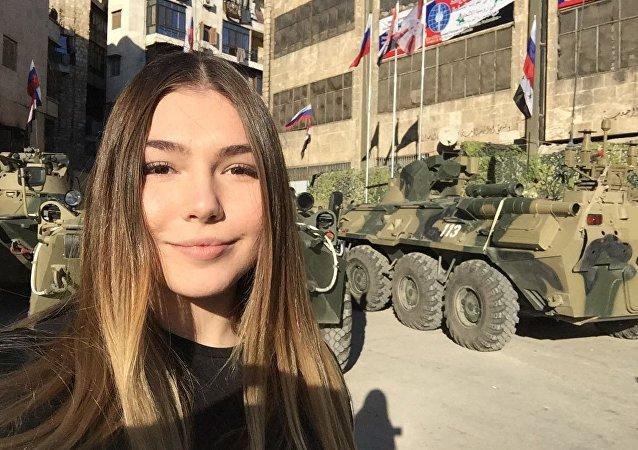 Mariana Naumova během návštěvy ruské základny v Sýrii