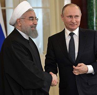 Ruský prezident Vladimir Putin a íránský prezident Hasan Rúhání