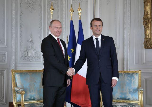 Emmanuel Macron i Vladimir Putin
