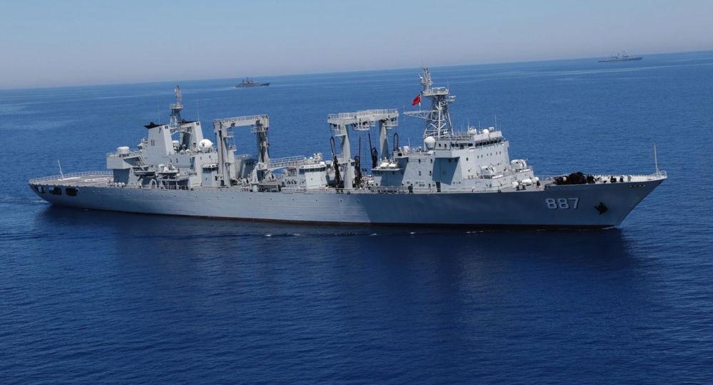 Výsadková loď Alexandr Otrakovskij během cvičení ve Středozemí
