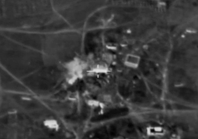 Údery na bojovníky IS na cestě z Rakky do Palmýry