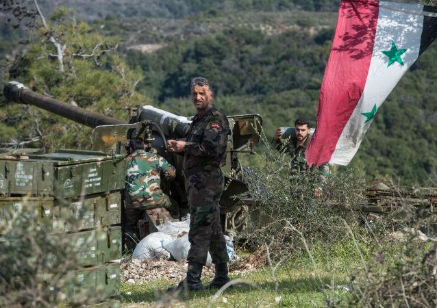 Syrští dělostřelci v Idlibu