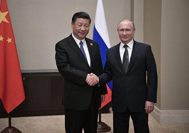 Ruský prezident Vladimir Putin a hlava ČLR Si Ťin-pching