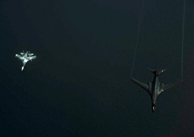 Ruská stíhačka během zachycování amerického letounu nad Baltem
