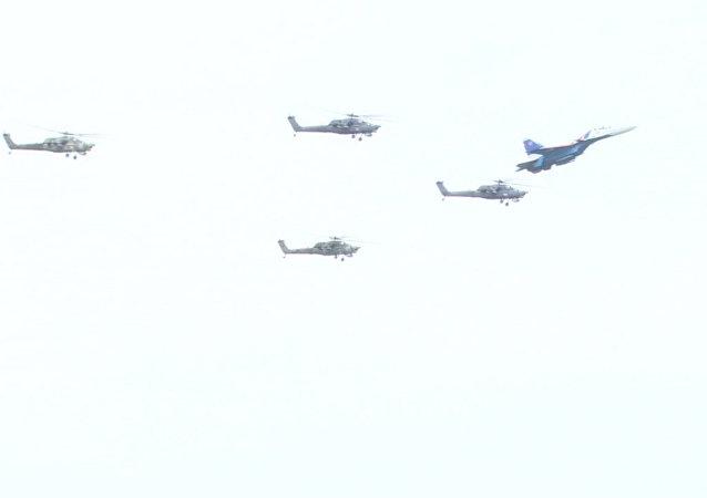 Vysoká pilotáž: Akrobatická letecká skupina Berkuti oslavila své 25. výročí