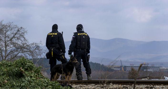 Čeští policisté na hranici s Makedonií