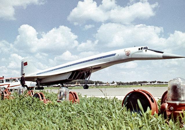 Nadzvukové dopravní letadlo TU-144
