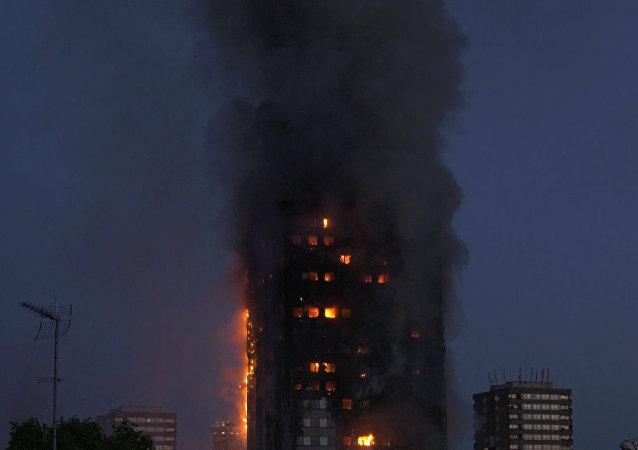 V Londýně silný požár zachvátil bytový dům