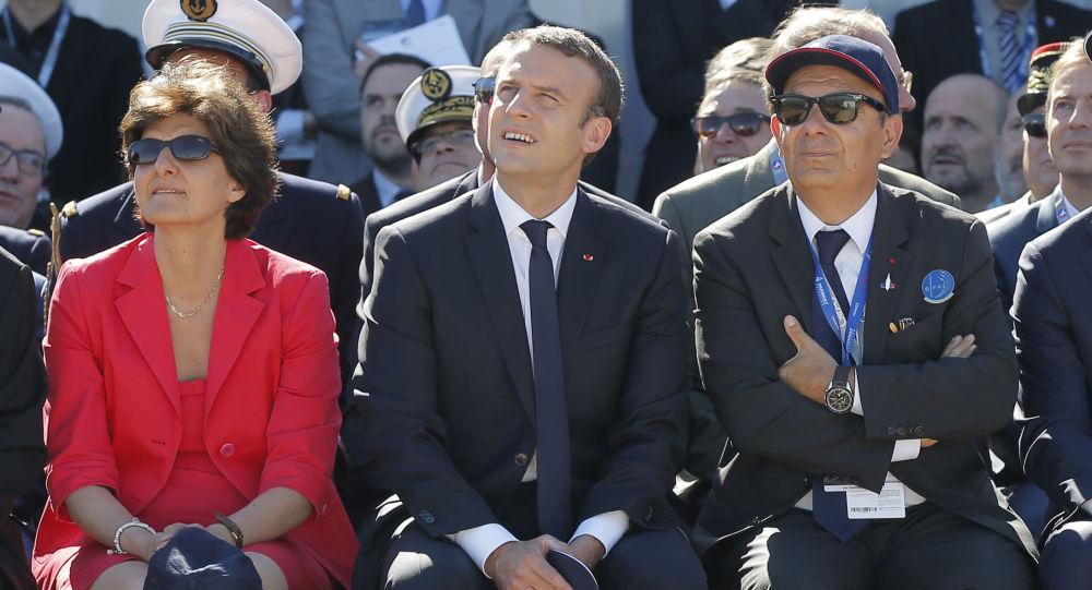 Francouzský prezident Emannuel Macron spolu s tehdejší ministryní obrany Sylvií Goulardovou na mezinárodní letecké show Le Bouret (19. 6. 2017)