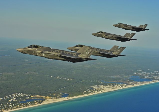 Letouny F-35A nad Floridou