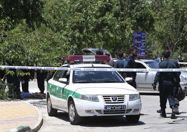 Policie na místě útoku na íránský parlament