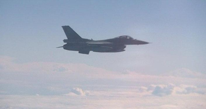 Stíhačka NATO F-16 se přiblížila  k letounu ministra obrany RF