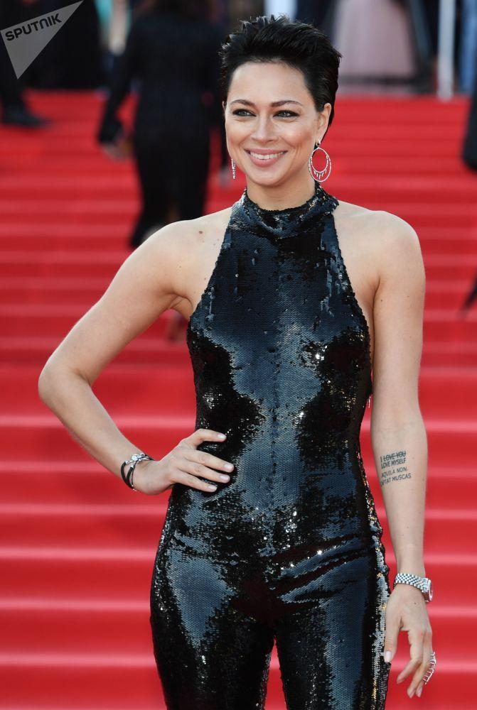 Herečka Nastasja Samburskaja během slavnostního zahájení Moskevského mezinárodního filmového festivalu