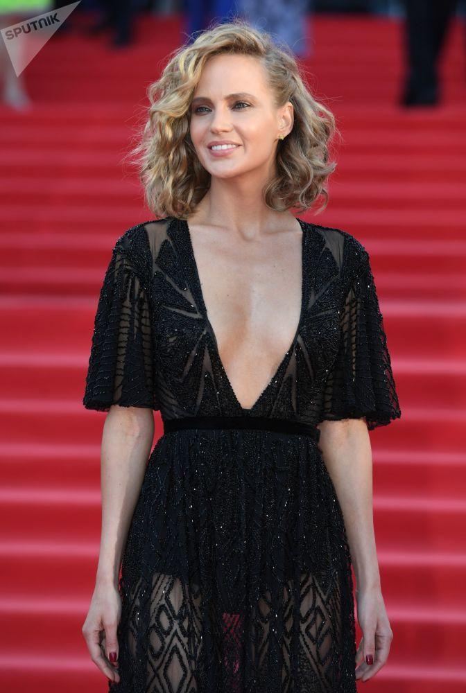 Zpěvačka Natalie Ionovová během slavnostního zahájení Moskevského mezinárodního filmového festivalu