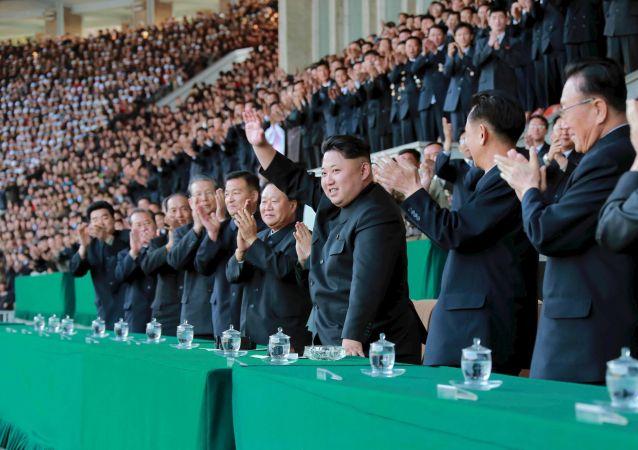 Vůdce Severní Koreje Kim Čong-un na fotbalovém utkání