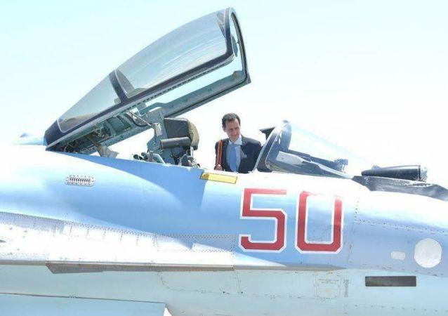 Syrský prezident Bašár Asad navštívil základnu ruských VKS Hmejmím