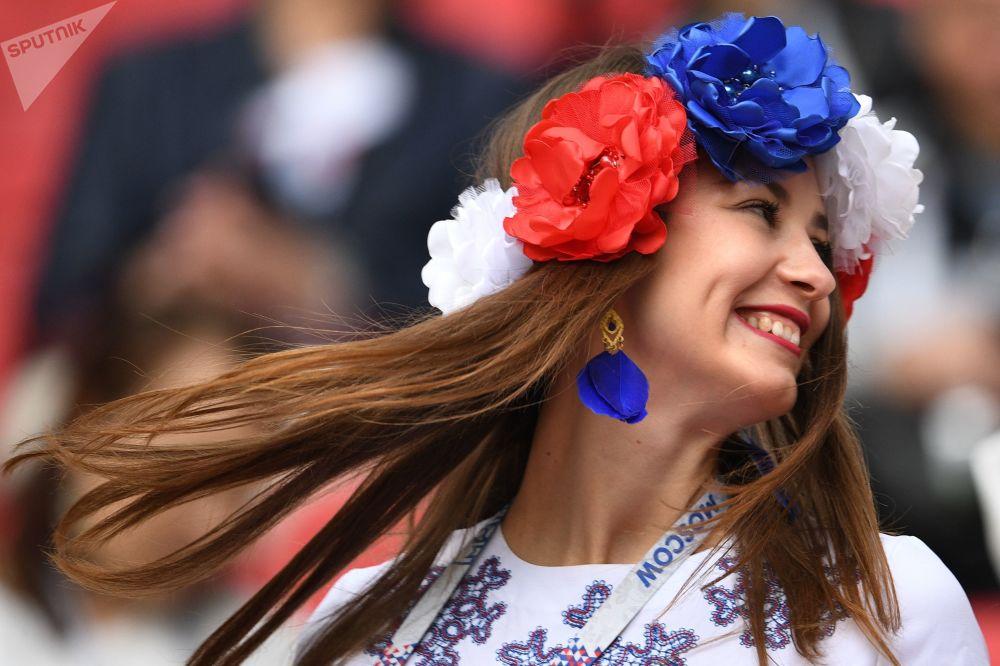 Fanoušek ruské reprezentace před zahájením utkání Konfederačního poháru 2017 ve fotbalu mezi týmy Mexika a Ruska