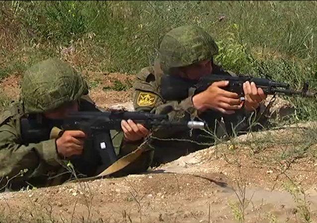 Jak cvičí novobranci Černomořské flotily. Video