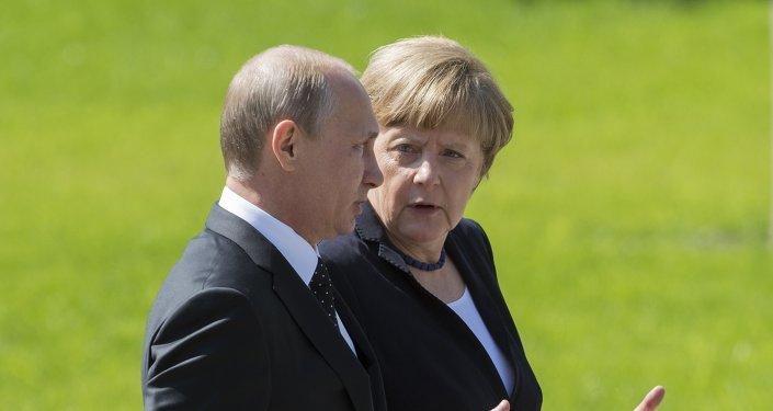 Vladimir Putin a Angela Merkelová v Moskvě