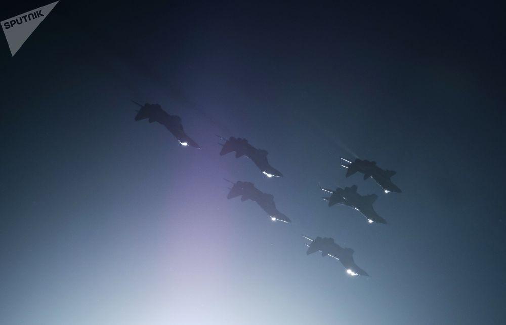 Na výstavní ploše akce byly představeny modely zbraní a vojenské techniky Západního vojenského okruhu a také předměty individuálního vybavení vojenských pilotů