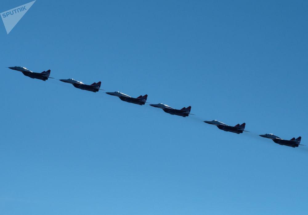 Striži je letecká akrobatická skupina se základnou na letišti Kubinka nedaleko Moskvy
