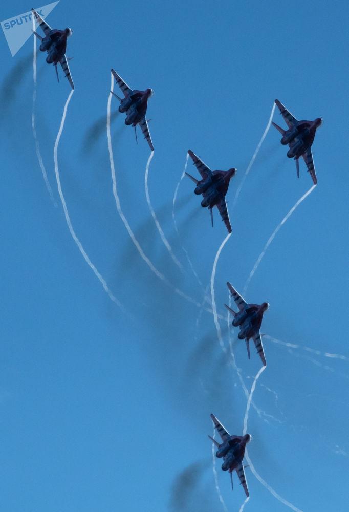 Vyvrcholením oslav bylo vystoupení letecké skupiny Striži