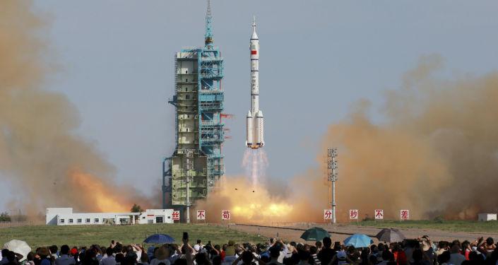 Start čínské pilotované vesmírné lodě Shenzhou X. Ilustrační foto