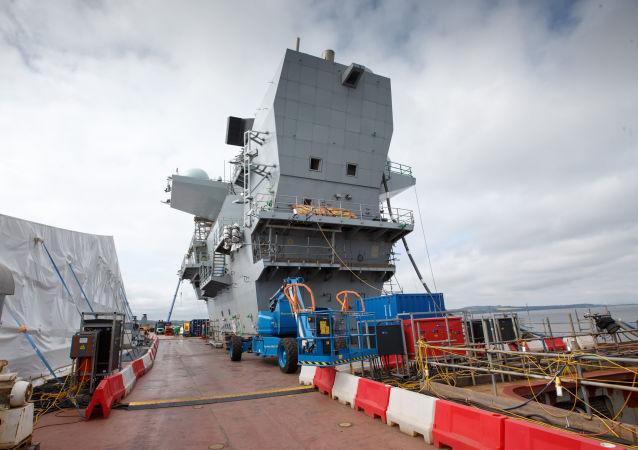 Britská nejnovější letadlová loď Královna Alžběta