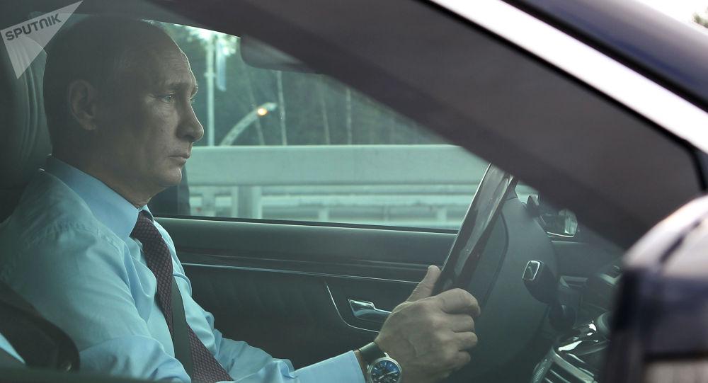 Putin za volantem auta