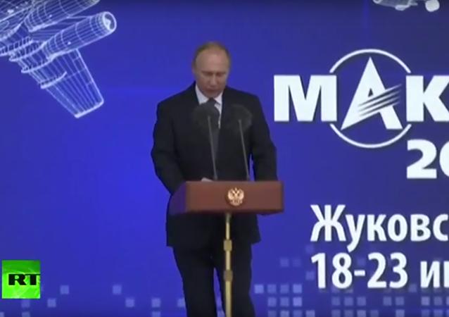 Ruský prezident Vladimir Putin na mezinárodním leteckém a kosmickém salonu (MAKS 2017)