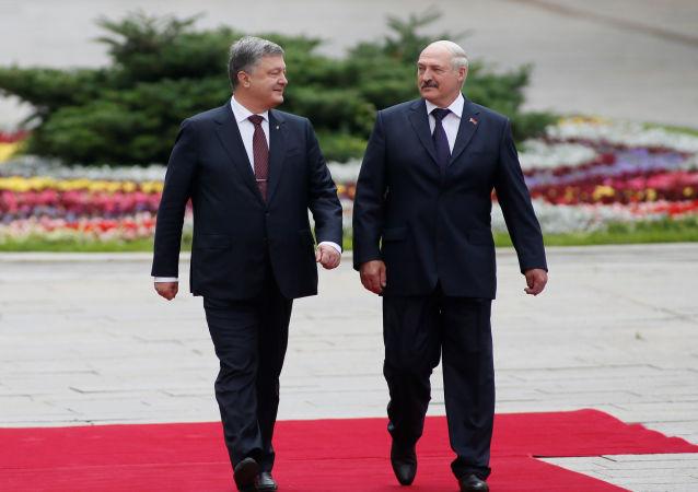 Petro Porošenko a Alexandr Lukašenko