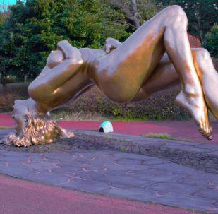 Hledět a červenat se: nejpikantnější sochy z celého světa (18+)