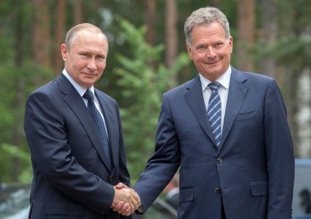 Ruský prezident Vladimir Putin se svým finským kolegou Saulim Niinistöm