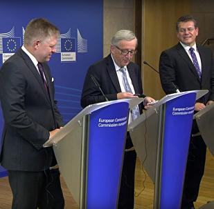 """""""To je moje žena. Tak ne, Merkelová"""": kancléřka zavolala Junckerovi v nevhodný moment"""
