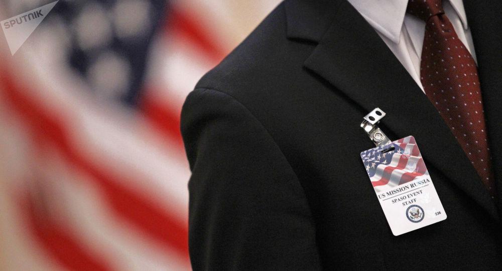 Odznak zaměstnance velvyslanectví USA