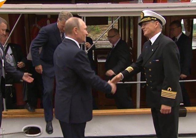 Putin a Niinistö se projeli na parníku