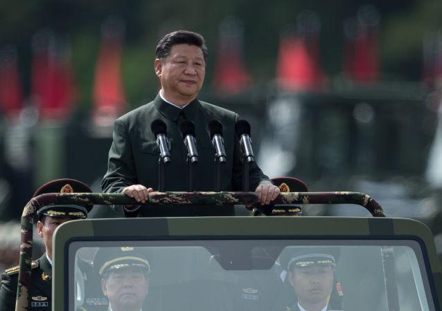 Si Ťin-pching na vojenské přehlídce