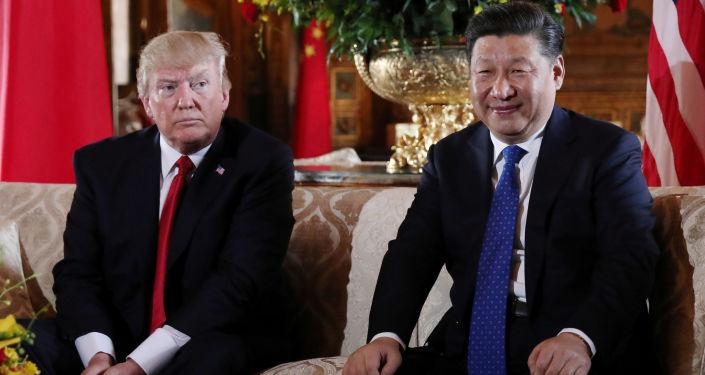 Americký prezident Donald Trump a prezident ČLR Si Ťin-pching