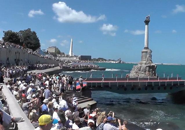 Nejlepší záběry vojenské přehlídky ruského námořnictva